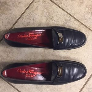Beautiful Salvatore Ferragamo navy shoes size 8